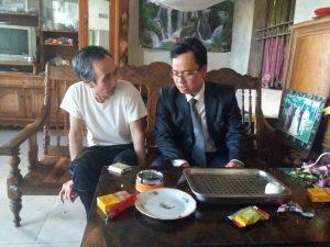 ông Hàn Đức Long và luật sư Ngô Ngọc Trai tại nhà riêng hôm 21/12/2016
