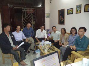 Các luật sư tham gia bào chữa làm việc với gia đình nạn nhân Đỗ Đăng Dư