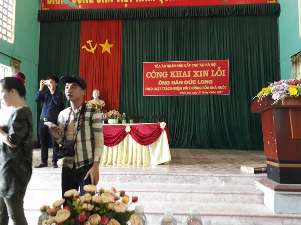 Buổi xin lỗi công khai ông Hàn Đức Long đươc thực hiện tại UBND xã Phúc Sơn, huyện Tân Yên, tỉnh Bắc Giang có đông đảo phóng viên báo chí và người dân tham dự