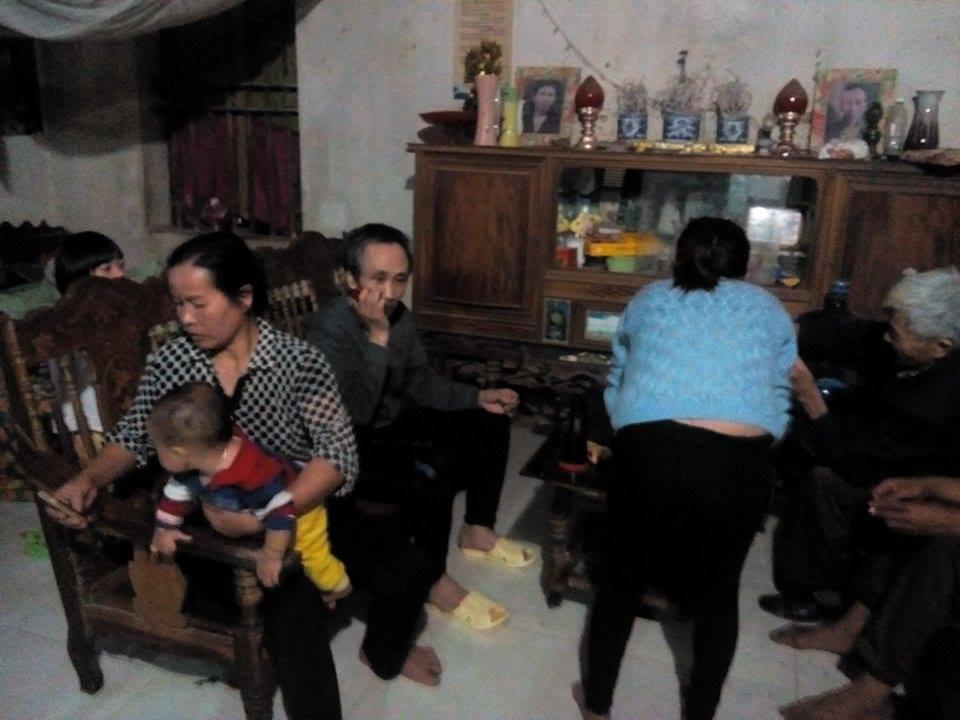Hình ảnh đầu tiên của ông Hàn Đức Long tại gia đình sau khi được thả đưa về nhà sau 11 năm đi tù oan.