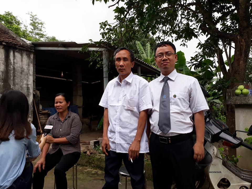 Ông Long và luật sư Ngô Ngọc Trai chuẩn bị tham dự buổi xin lỗi công khai.