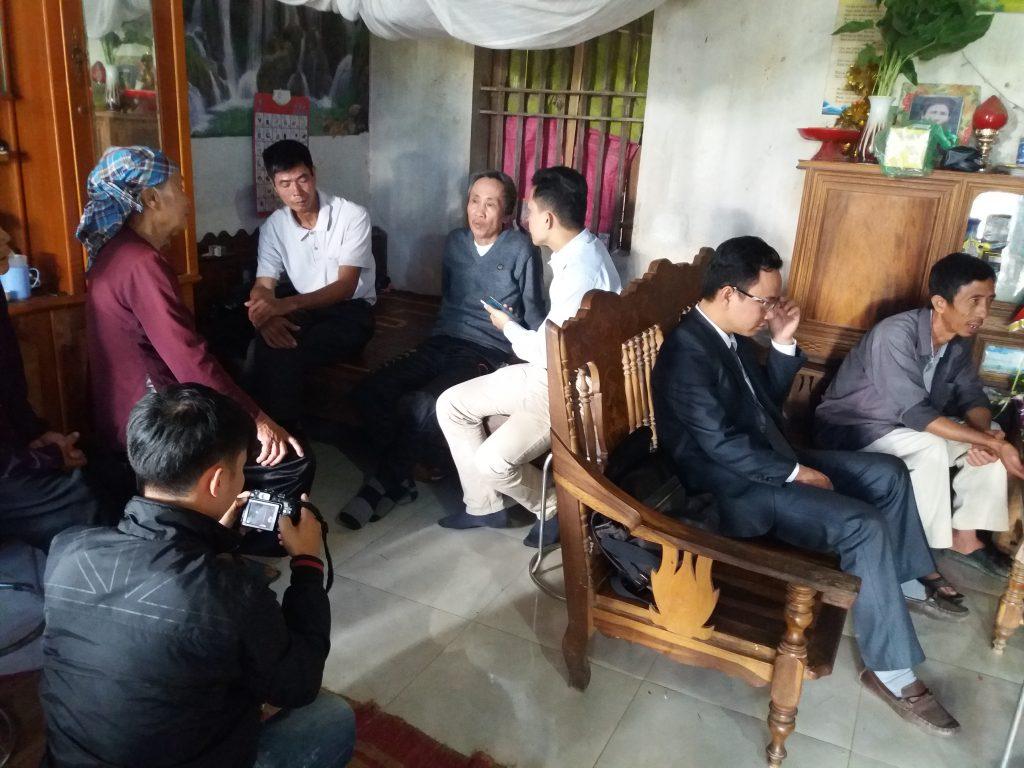 Sáng hôm 21/12/2016 rất đông phóng viên báo chí về thăm và đưa tin ông Hàn Đức Long được trả tự do sau 11 năm đi tù oan.