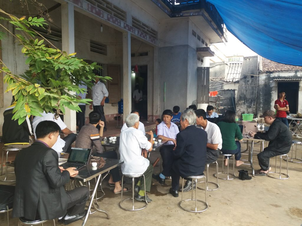 Sáng hôm 21/12/2016 rất đông phóng viên báo chí về thăm và đưa tin ông Hàn Đức Long được trả tự do.