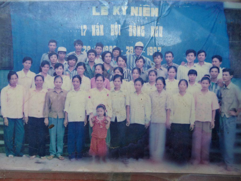Ông Long đi bộ đội 4 năm đóng quân ở tỉnh Cao Bằng và được kết nạp Đảng cộng sản trong quân đội.