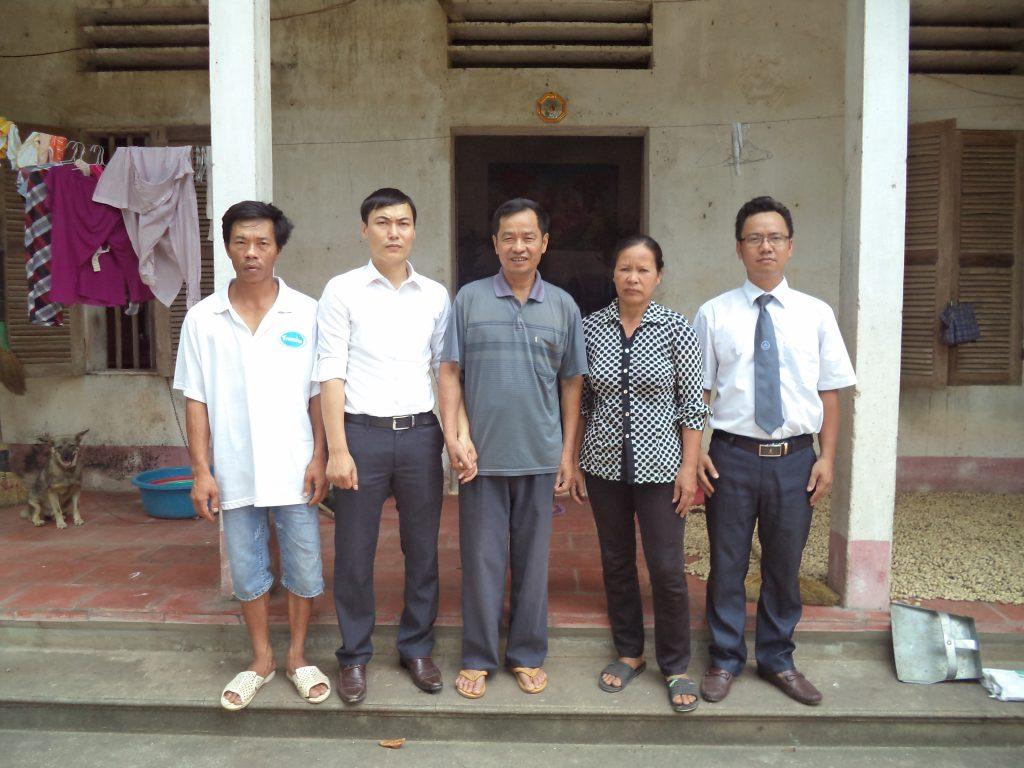 Luật sư Ngô Ngọc Trai về thăm gia đình ông Long ở thời điểm 6 tháng trước ngày được trả tự do.