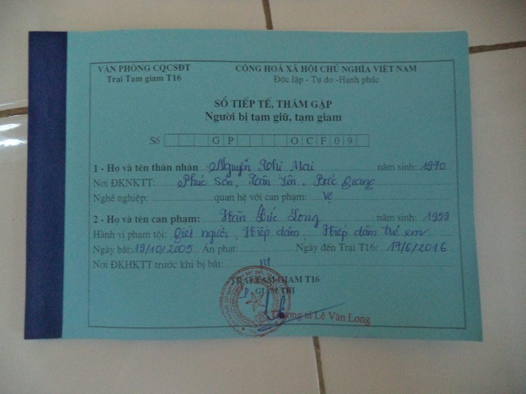 Khi ông Hàn Đức Long được chuyển giam giữ tới Trại T16 của BCA ở Thanh Oai, Hà Nội, giám thị trại giam đã cấp sổ tiếp tế này cho bà Mai.