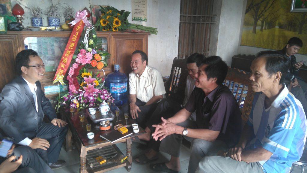 Sáng hôm 21/12/2016 luật sư Ngô Ngọc Trai về thăm chúc mừng ông Hàn Đức Long được trả tự do.